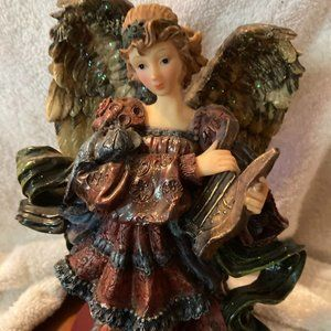 PORCELAIN ANGEL PLAYING HARP BEAUTIFUL COLORS NEW